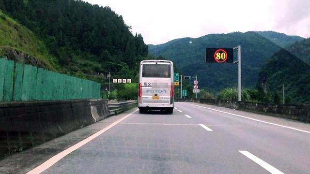 02XX号大型客车在包茂高速公路超速行驶被解雇-渝湘高速严管客车