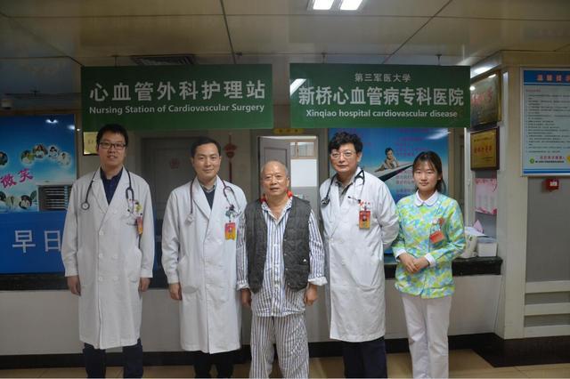 新桥医院完成重庆首例不开胸经心尖微创置入(TAVI)手术