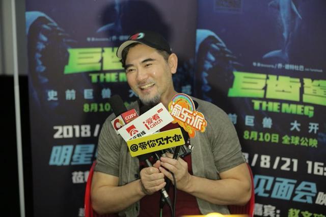 赵文瑄带《巨齿鲨》来渝 为2场戏学习游泳一个月