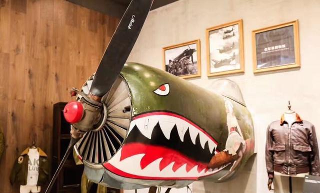 是哪个品牌,霸气到开业都要拆架飞机?