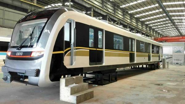 轨道5号线和环线的列车亮相了 初期最大载客2322人