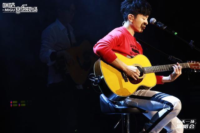 台湾音乐人韦礼安来渝开唱 感谢重庆歌迷