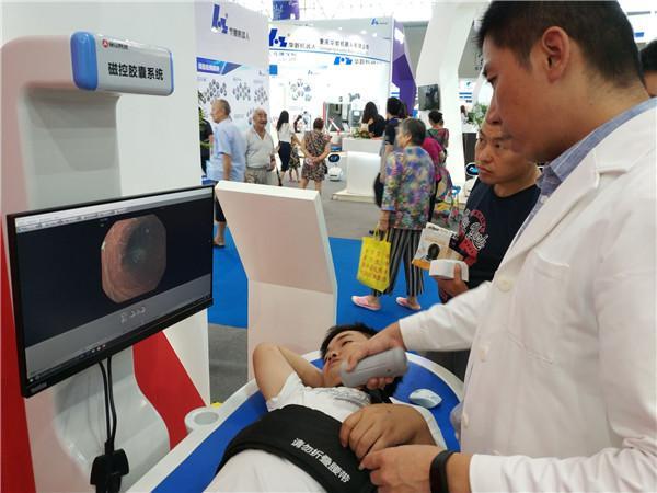 全球首台智能导航胶囊胃镜机器人亮相智博会