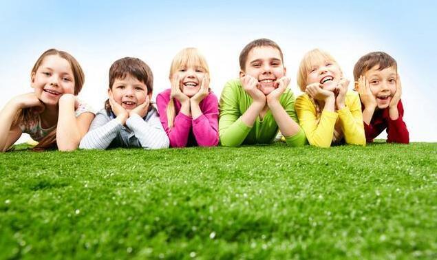 给孩子买儿童保险挑花眼?渝小财带你飞