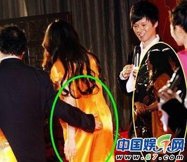 陈浩民性骚扰非首例 舒淇遭男星摸臀照片曝光