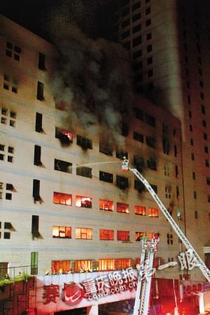石桥铺赛博数码广场火灾 搜救231名群众无伤亡