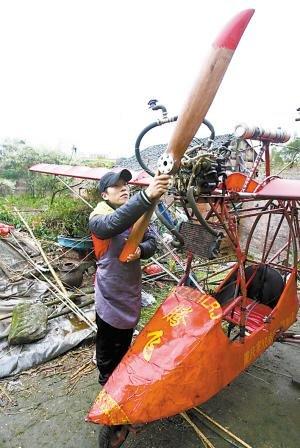 双桥:农民小伙自制飞机 欲捐给博物馆(图)