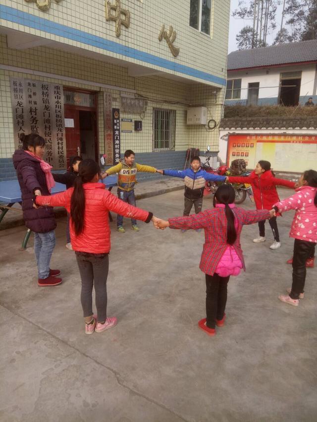 手牵手心连心!板桥镇开展留守儿童寒假宣讲活动