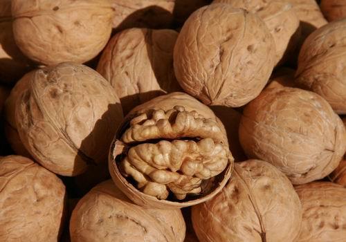 吃核桃降胆固醇+降血压
