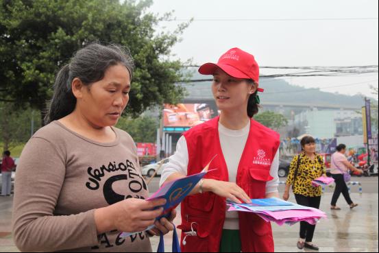 巴南区开展慈善法宣传活动