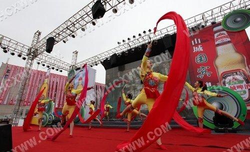 精湛杂技助阵合川钓鱼城旅游文化节