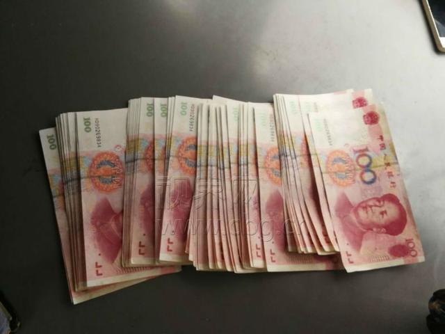 天上掉下53张百元大钞 起私心存银行现蹊跷