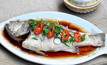 吃鱼能养护心脏 清蒸更营养