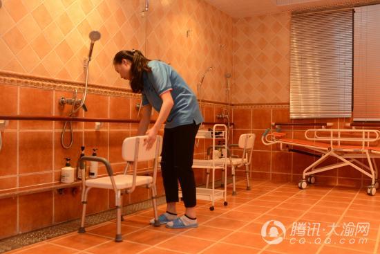 """渝北首个老人日间托管所投用 老人如同进了""""幼儿园"""""""