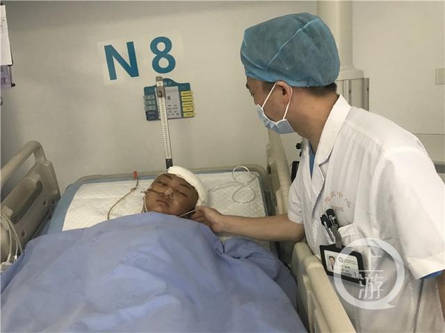 ICU有个昏迷少年 医护人员盼望找到家人助他苏醒