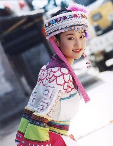 马伊琍穿民族服饰 清纯可爱旧图曝光