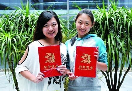重庆大学美视电影学院大四女生齐鑫和董萌萌从500