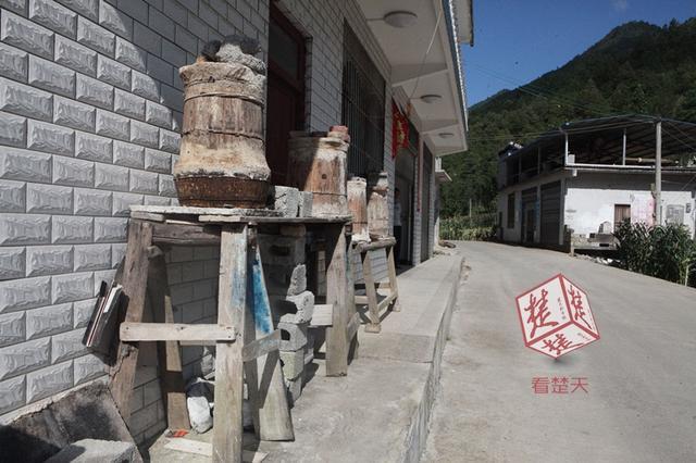 """吃在湖北睡在重庆 这户人家""""踩中""""鄂渝分界线"""
