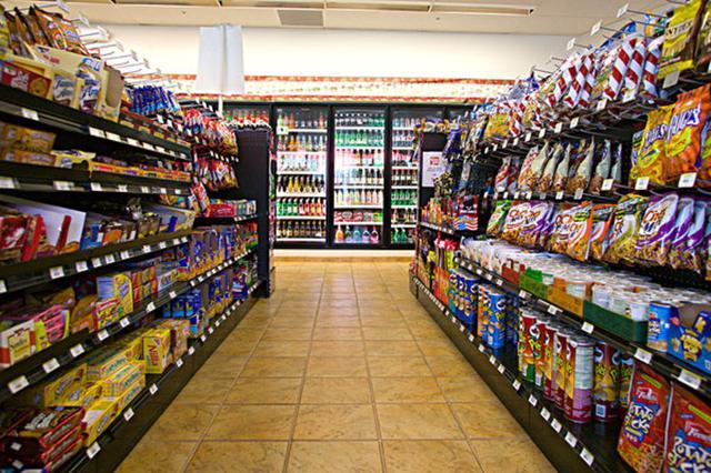 便利店成了白领食堂 存健康隐患
