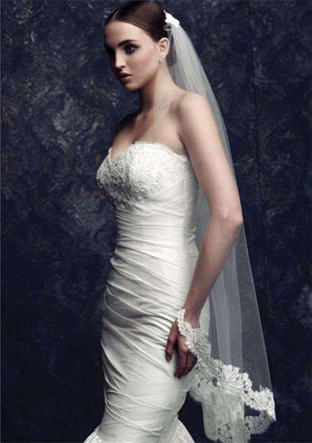 手绘燕尾婚纱设计图