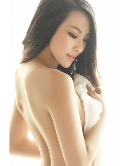 修长的脖子   男人的脖子比女人的短粗而有力