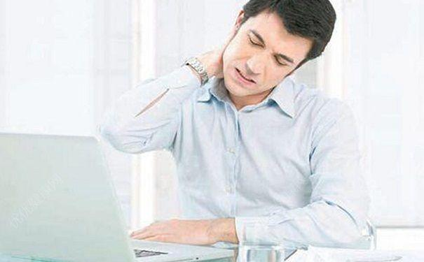 肩颈紧张又僵硬 上班族该如何舒缓疼痛不适