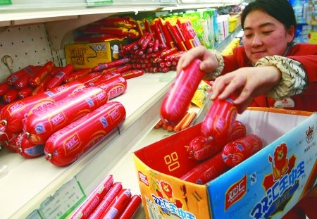 """济源双汇陷""""瘦肉精""""事件 重庆超市紧急下架"""
