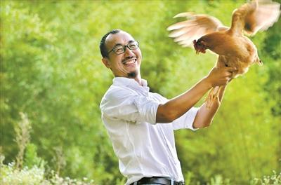 北大学霸毕业生广州养鸡 称养鸡是一场修行