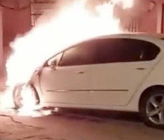 男子疑心女友出轨 放火烧其父亲汽车泄愤