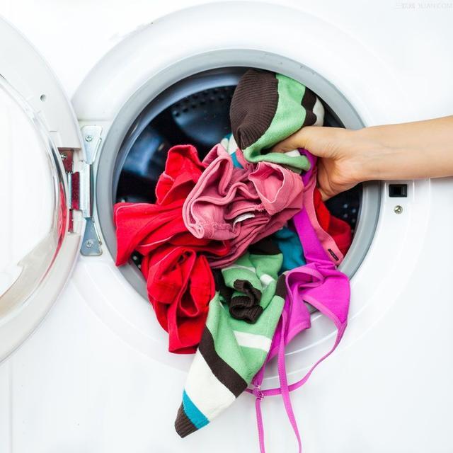 使用洗衣机如何防止衣服打结?