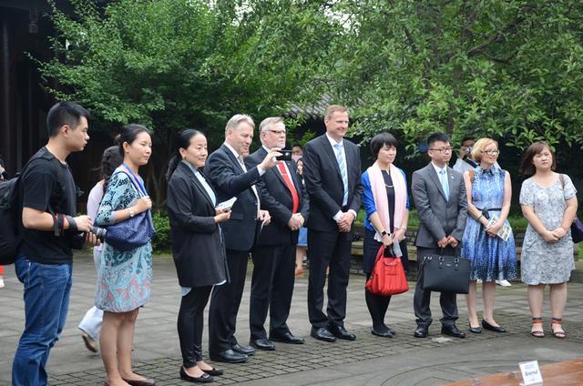 """芬兰两市长来渝与""""中华文化小使者""""交流"""