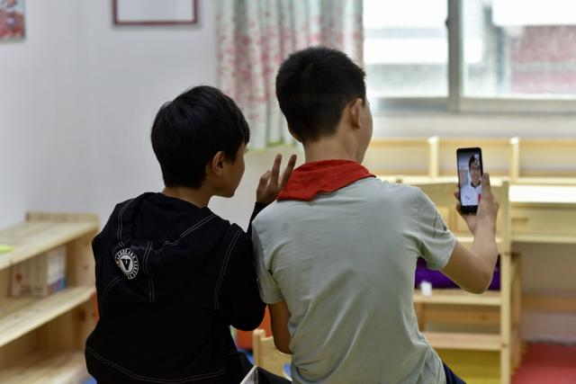 手机帮助孩子开拓视野 华硕助力公益项目