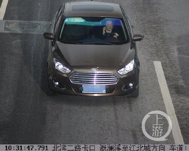 重庆交巡警开展专项整治行动 严查开车打电话