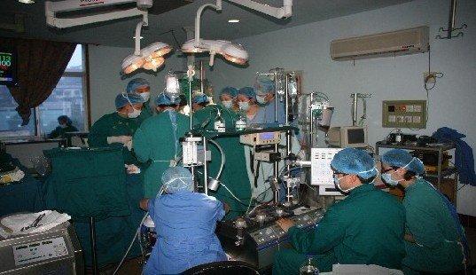 重庆市中山医院心脏体外循环手术现场