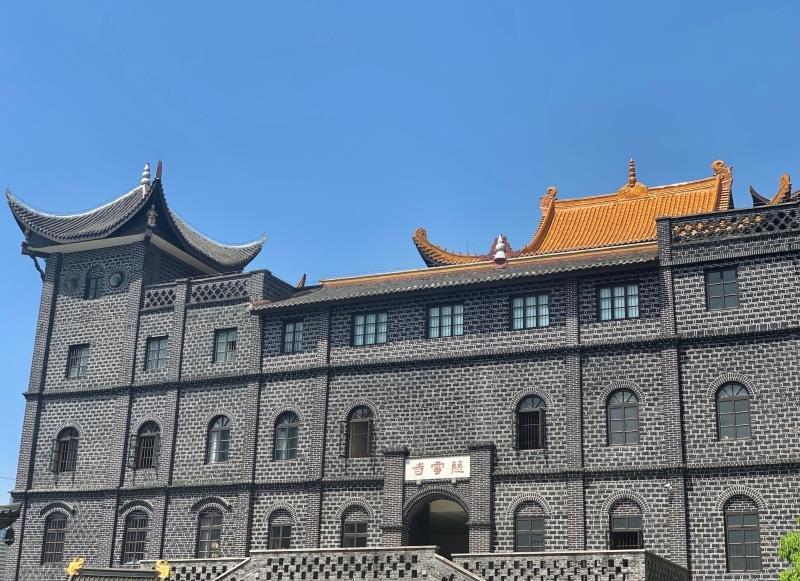 南滨路上这个人少还免费的建筑 才是最佳看江视野地