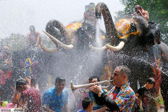疯玩泰国泼水节 可不只是泼水这么简单