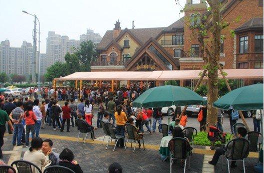 中渝·梧桐公馆千人抢宝马 大奖得主表示有预感