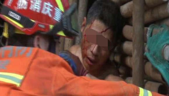 一工人被钢架压伤