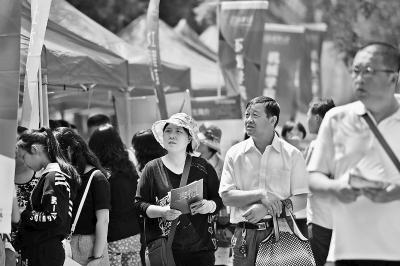 北大清华人大举办开放日 入学后细分专业成趋势