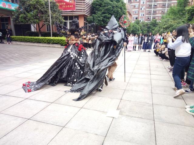 塑料袋也有春天 重庆市松树桥中学校的体育科技艺术活动很不一样
