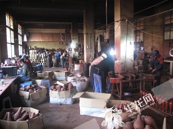 手工制胎为农民脱贫致富提供了大量的工作岗位。城口县委宣传部供图 华龙网发.jpg