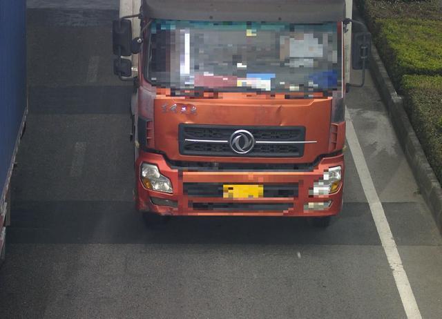一年前持B照开货车被降为C照 如今又开重型挂车被重罚