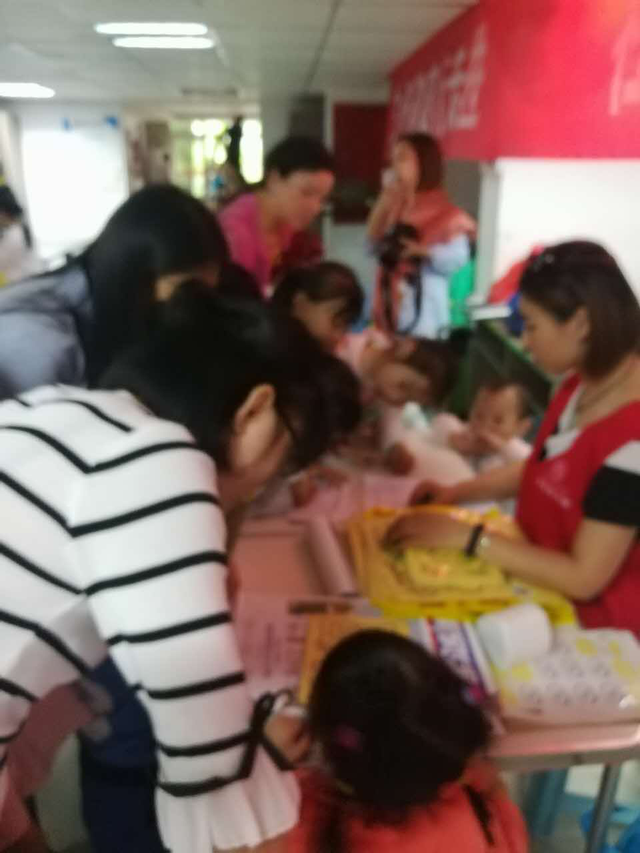 雷纳眼科志愿者同重庆仁爱社会工作服务中心走进社区