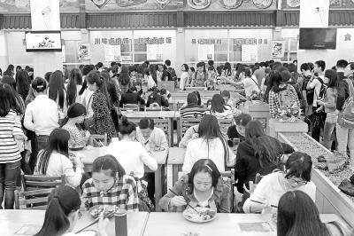 菜品丰富价钱便宜 高校食堂为啥不招学生待见