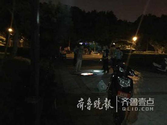 男子街上捅女子数刀致重伤 目击者称俩人系夫妻