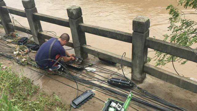 暴雨使我市101个基站停电 运营商及时抢修保畅通