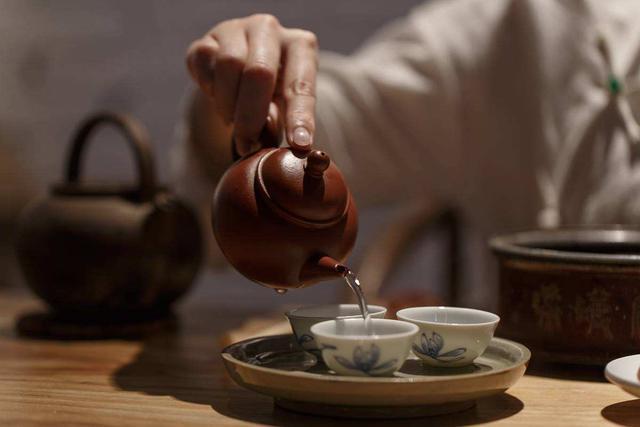 泡茶第一遍的水要倒掉吗 这四种茶最好不要喝