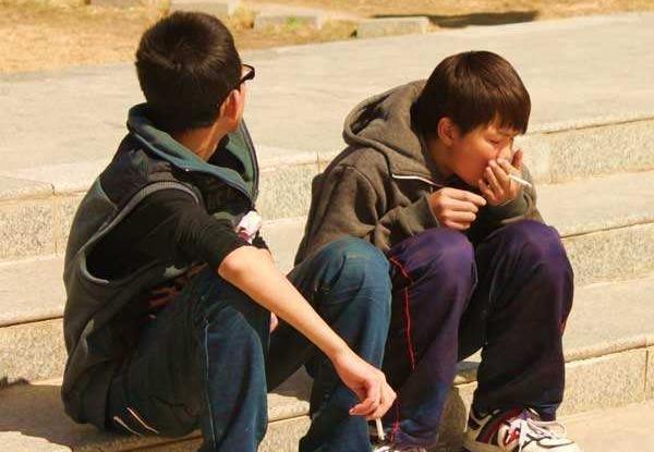 调查:吸烟 饮酒 吸毒等物质成瘾行为对青少年威