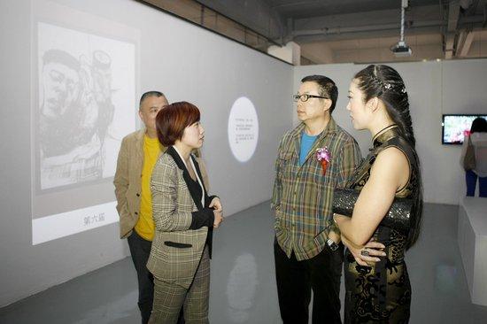 川美油画系20周年文献展昨日在长江汇开展