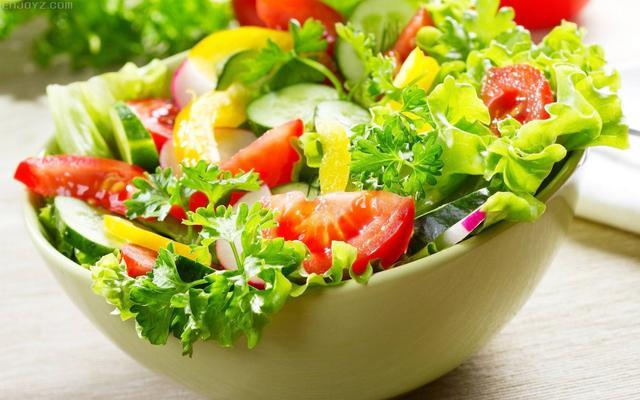 """轻食""""吃草""""减肥? 沙拉作主食营养不均衡"""